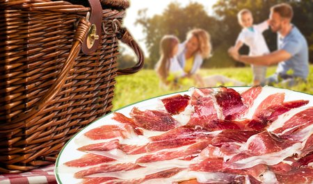 A picnic in the park with sliced Spanish ham from IberGour.com